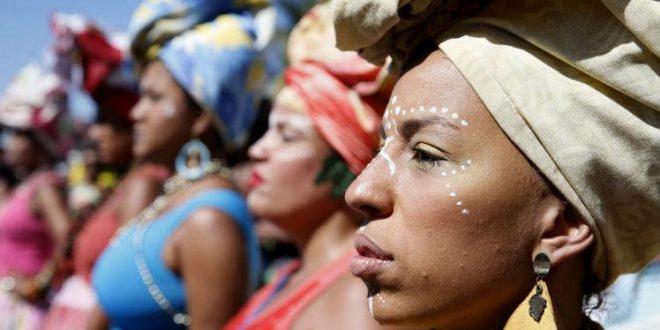 Relatório mostra que ser negra no Brasil dobra o risco de morte