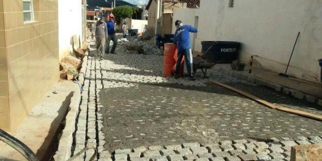 Ruas de Sertânia recebem pavimentação