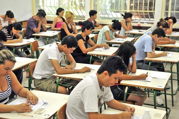 Governador da Paraíba confirma que estuda convocar mais 500 aprovados no concurso da Educação