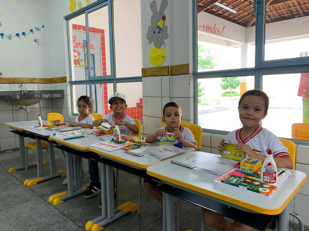 Sertânia: alunos da rede municipal recebem kits alimentação