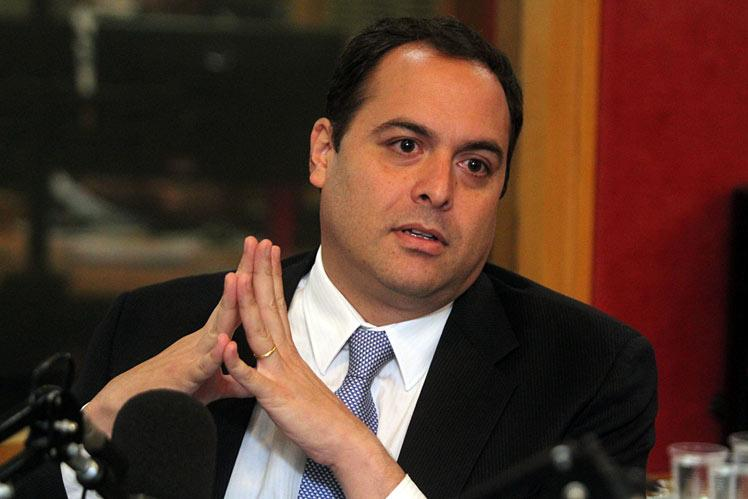 Paulo Câmara faz malabarismo para manter Pernambuco de pé