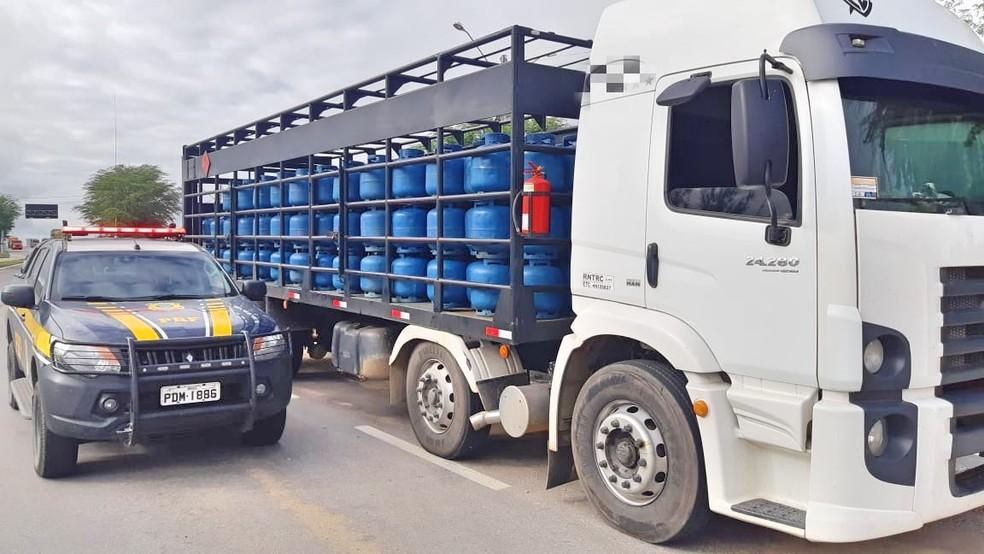 Caminhão adulterado e com carga de gás sem nota fiscal é apreendido em Sertânia