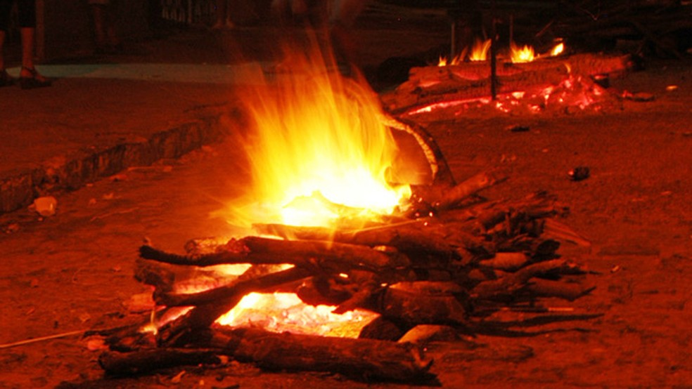Prefeitura de Sertânia permite acendimento de fogueira na zona rural do município