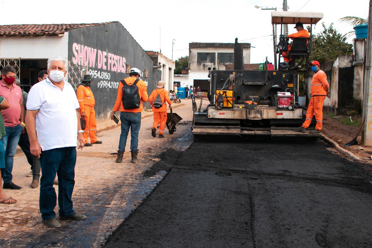 Prefeitura de Buíque começa obras de asfalto em 10 ruas