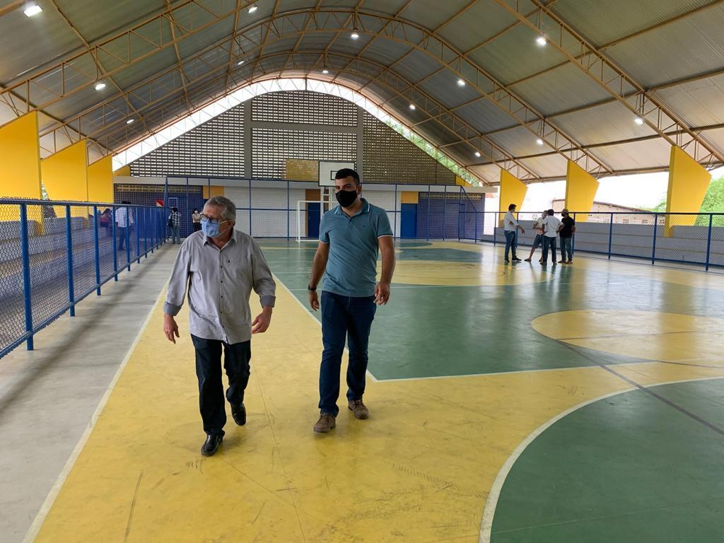 Prefeitura de Sertânia entrega pacote de obras para a população