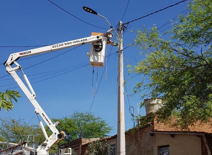 Lâmpadas de led são instaladas em Sertânia