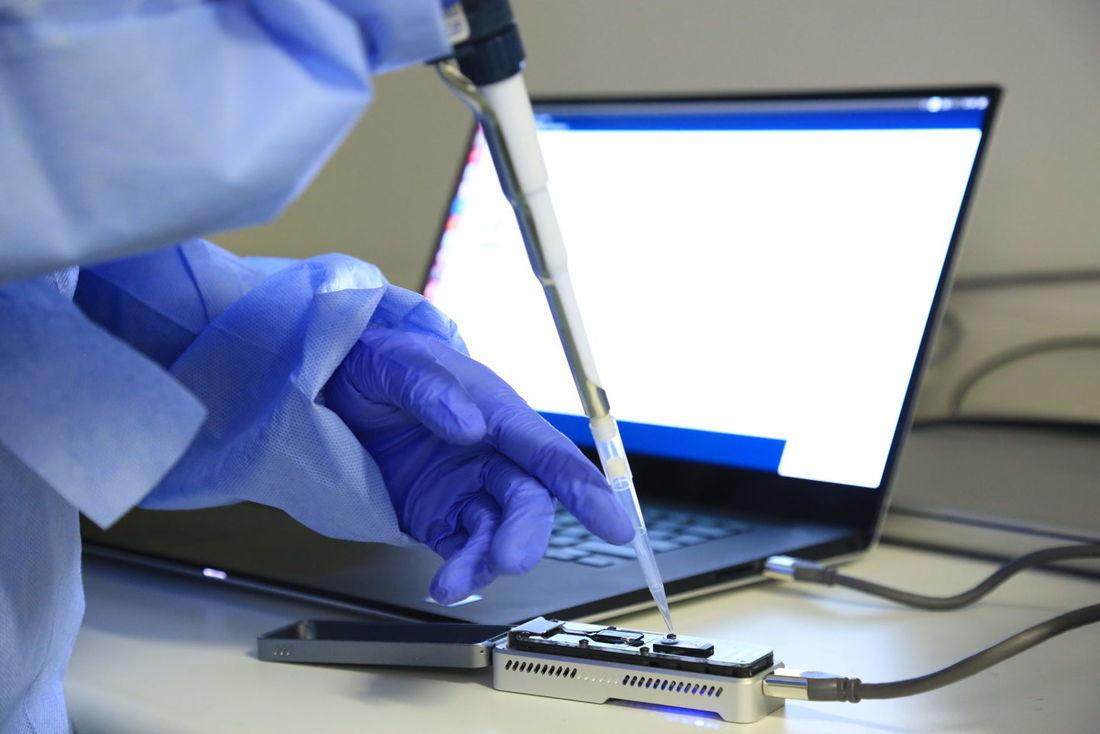 Cientistas em Hong Kong confirmam primeiro caso oficial de reinfecção pelo coronavírus