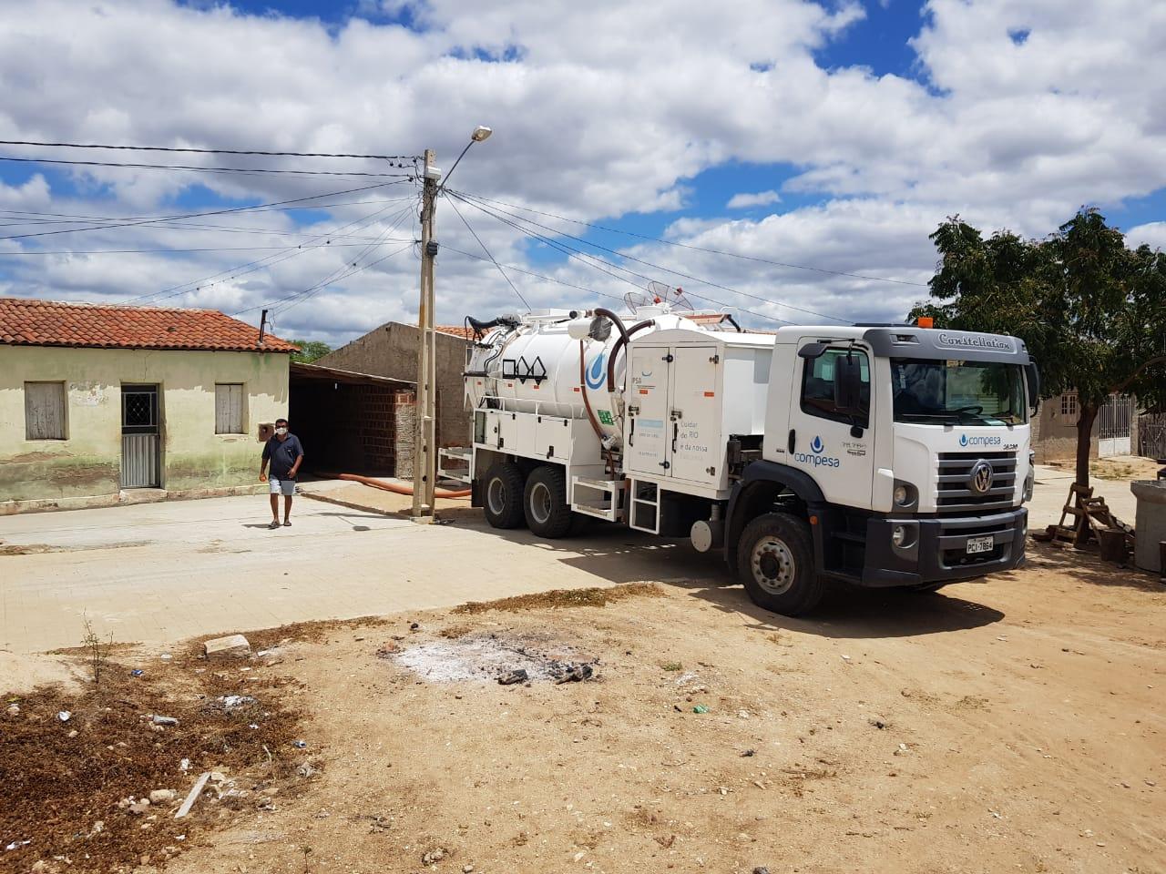 Parceria entre Prefeitura de Sertânia e Compesa beneficia moradores do Povoado Umburanas