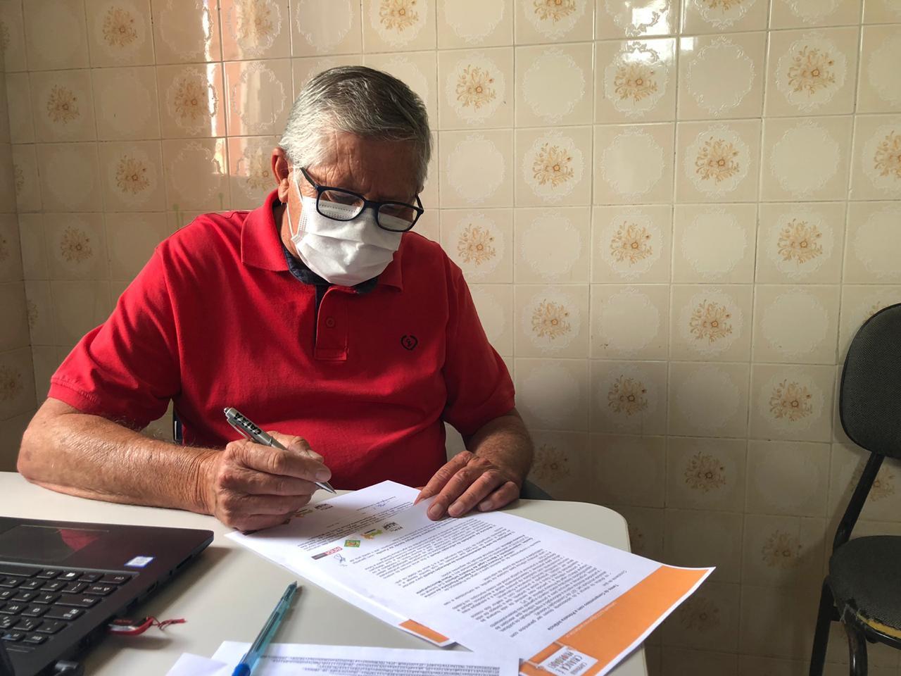 Prefeito Ângelo Ferreira assina Termo de Compromisso com a Primeira Infância