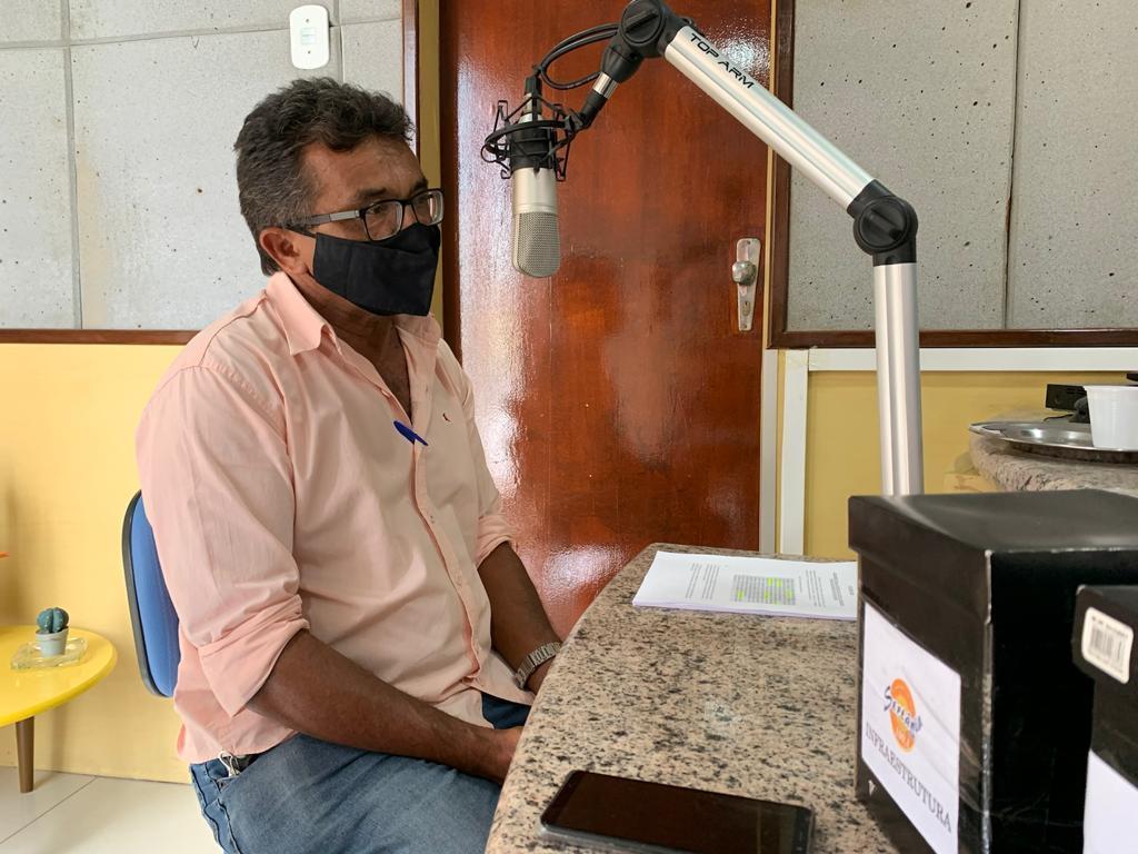 Candidato a vice-prefeito pela Frente Popular participa de entrevista na Rádio Sertânia FM