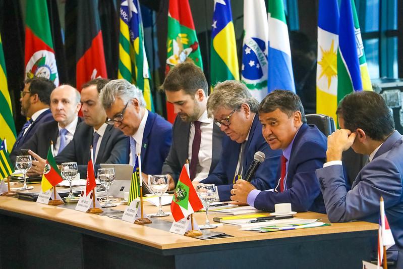 Governadores articulam anúncio de medidas conjuntas contra avanço da covid-19