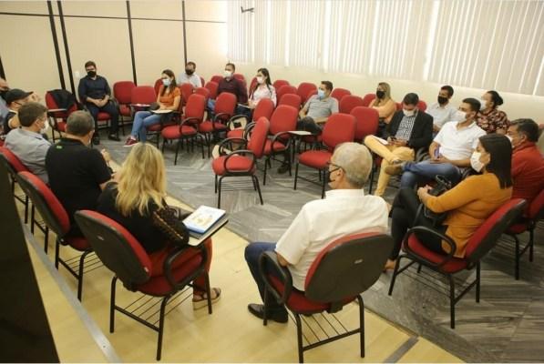 Reunião nesta segunda fecha decretos de paralisação de atividades em cidades do sertão pernambucano