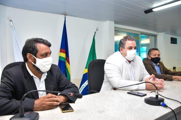 Na Câmara de Serra Talhada, Eriberto Medeiros lança escola de líderes