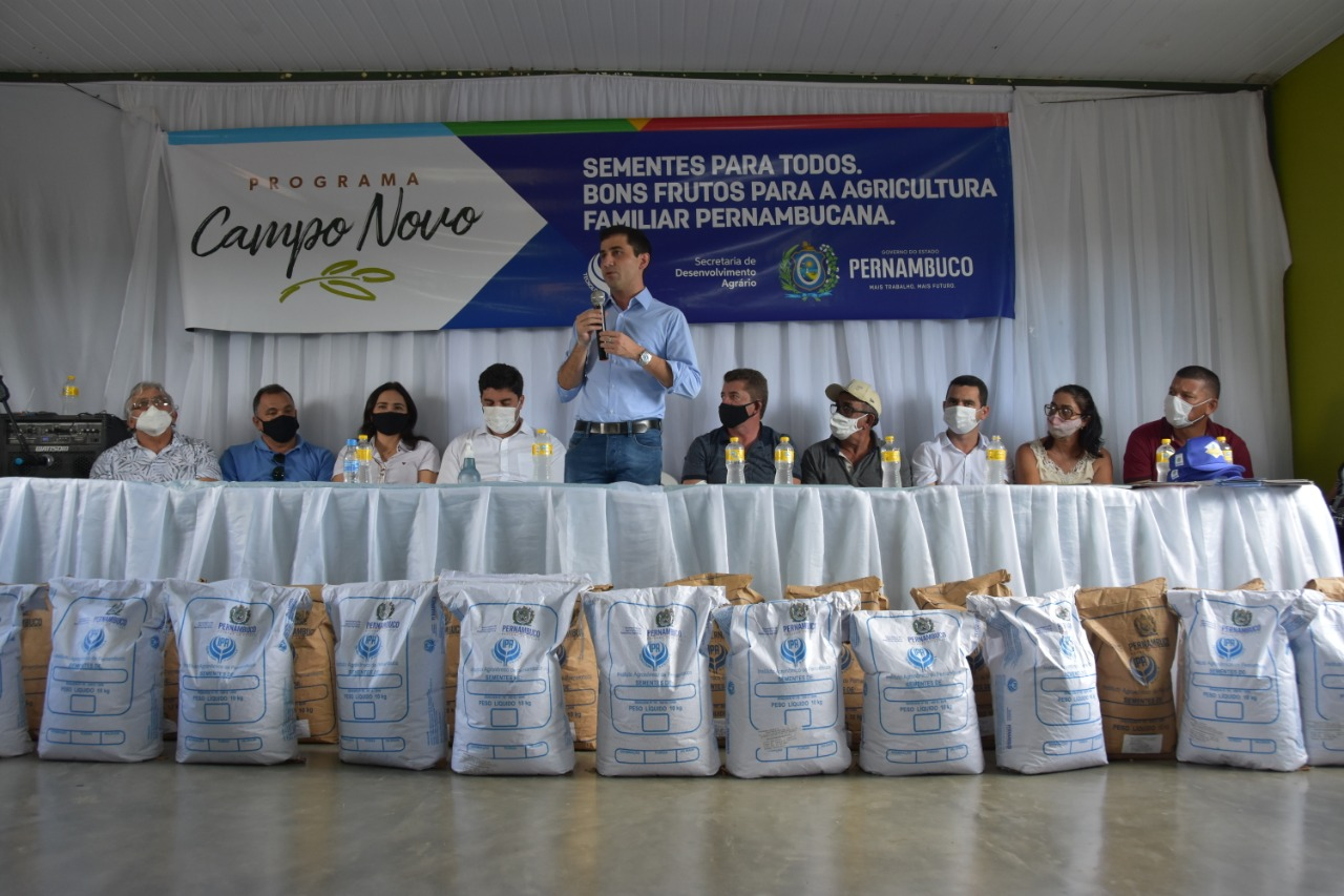 Secretaria de Desenvolvimento Agrário e IPA entregam mais de 24 mil quilos de sementes em três municípios do agreste do estado