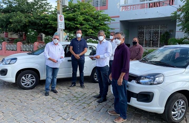 Mais dois carros chegam para ampliar os serviços oferecidos pela Secretaria de Desenvolvimento Social e Cidadania de Sertânia