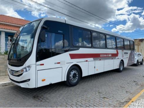 Prefeitura de Sertânia entrega ônibus para transporte de pacientes do TFD