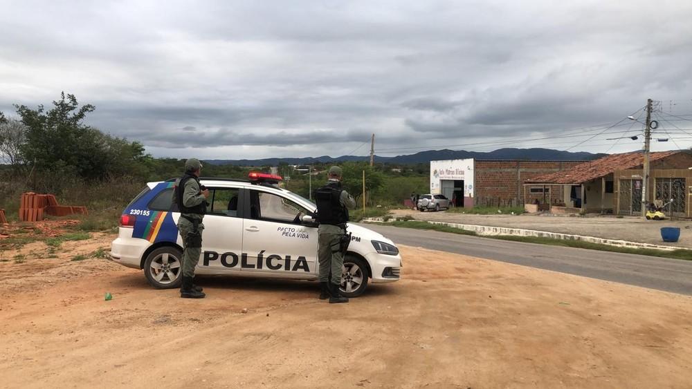 Um policial militar e três criminosos morrem em troca de tiros na BR-232, em Arcoverde