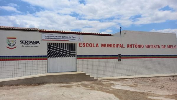 Prefeito de Sertânia inaugura nova escola na Zona Rural nesta segunda
