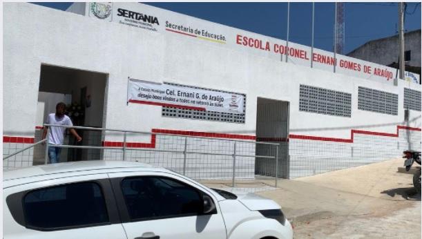 Prefeito de Sertânia inaugura nova Escola